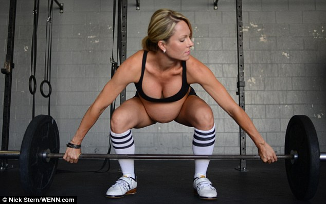 Pregnant Strength Trainer Goes Viral: FFG Weighs in (1/6)
