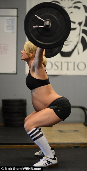Pregnant Strength Trainer Goes Viral: FFG Weighs in (5/6)